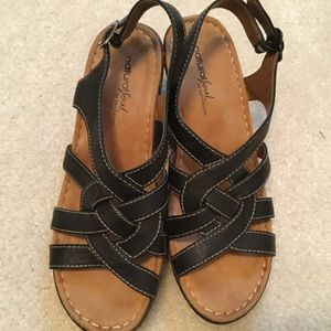Natural Soul Wedge sandal Size 8